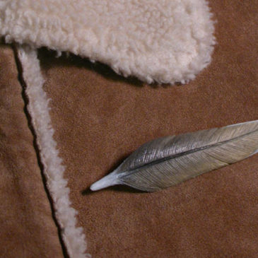 Feather pin-chickadee 2.5 inch